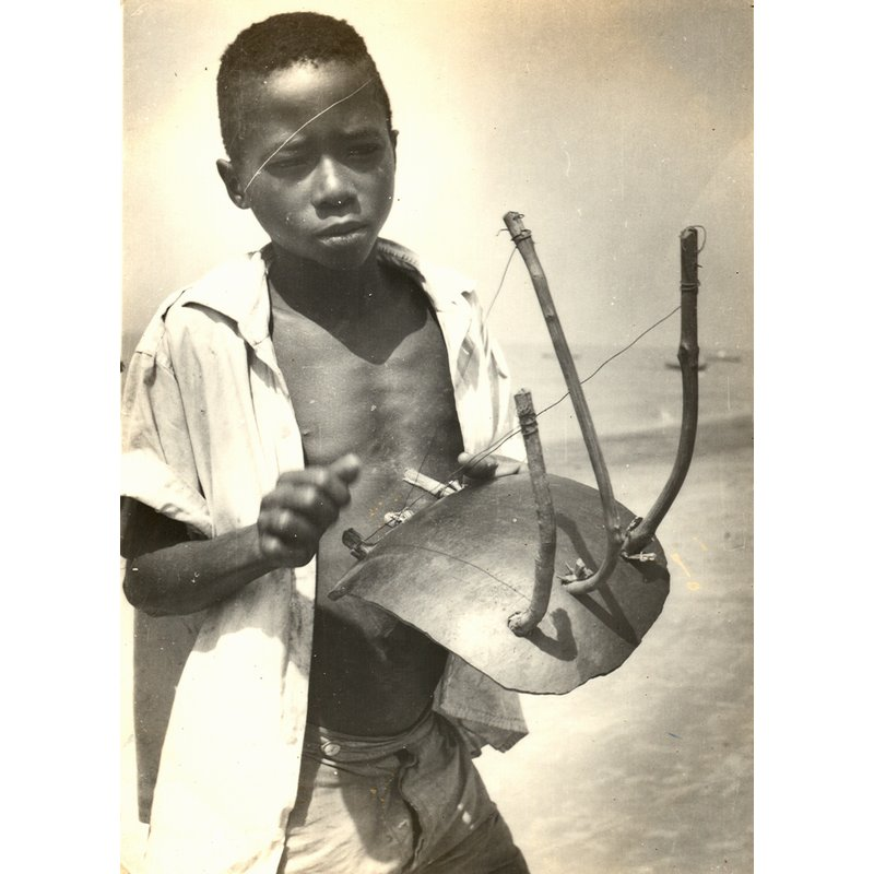 Soso Kondingi playing